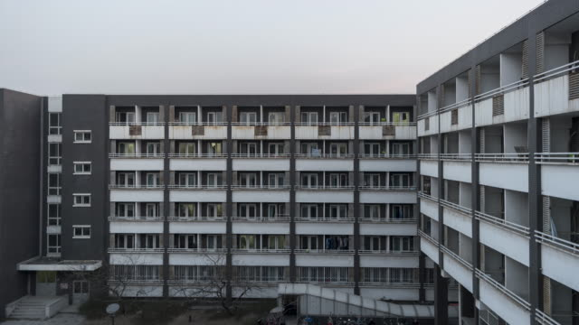 T/L WS ZI Grid Apartment from Day to Night / Beijing, China