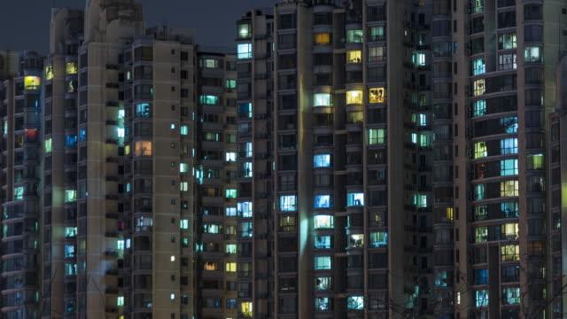 stockvideo's en b-roll-footage met t/l raster appartement in peking - gevel