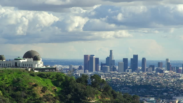 t/l zo ws griffith observatory and downtown district skyline, los angeles, california, usa - griffith observatory stock videos & royalty-free footage