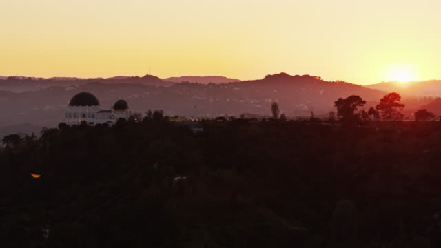 griffith observatory, los angeles at dusk - aerial - sunset stock videos & royalty-free footage