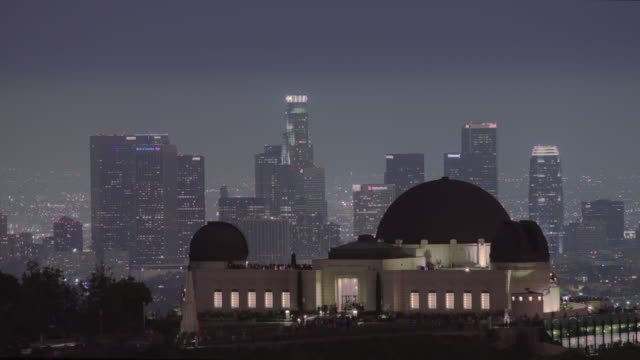 griffithpark with los angeles skyline timelapse day to night  - griffith observatory stock videos & royalty-free footage