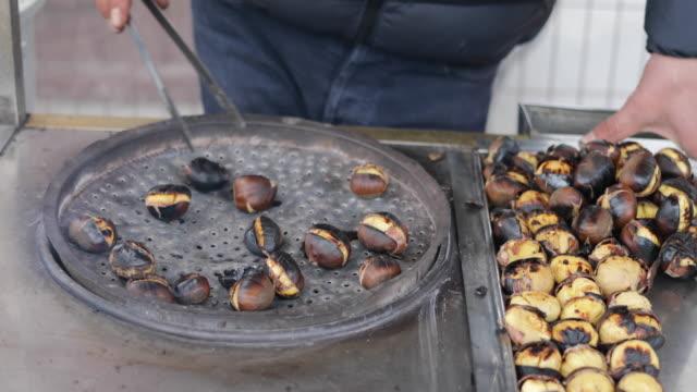 grilled chestnuts in eminonu, istanbul, turkey - marrone video stock e b–roll