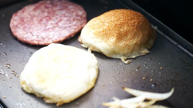 グリルハンバーガー - チェダー点の映像素材/bロール