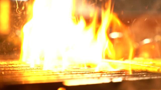 焼き肉/ステーキ焼きグリル - 低炭水化物ダイエット点の映像素材/bロール