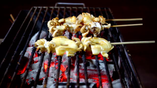 grilled octopus - mollusco video stock e b–roll
