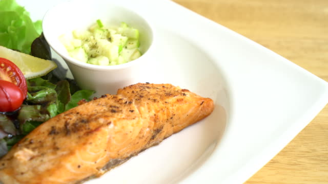 grilled salmon steak with apple cream sauce