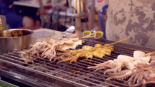 grilled squid, taiwan - 台北市点の映像素材/bロール