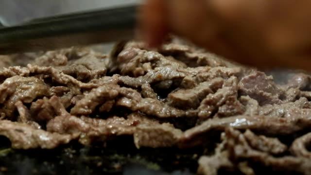grill-steaks - kotelett stock-videos und b-roll-filmmaterial