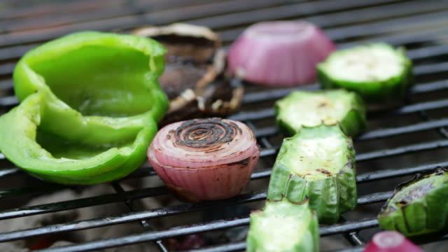 Grillen Gemüse und Pilzen