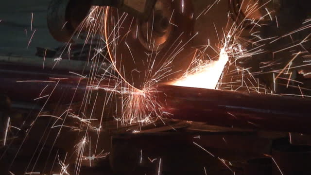 vídeos de stock, filmes e b-roll de moedor de grãos - serra elétrica