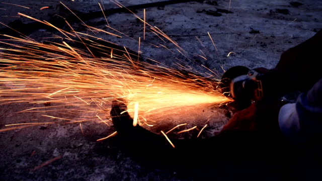 vídeos de stock e filmes b-roll de triturar aço. - primeiríssimo plano