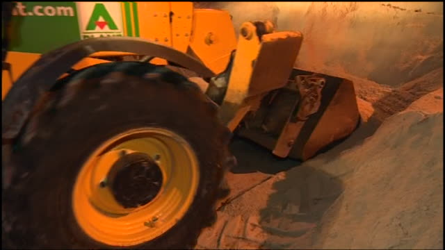 gritters being deployed in essex in an attempt to combat the snow - ausschöpfen stock-videos und b-roll-filmmaterial
