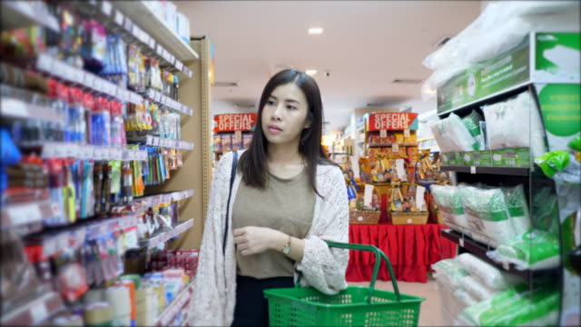 grocery shopping at supermaket store - labelling stock videos & royalty-free footage