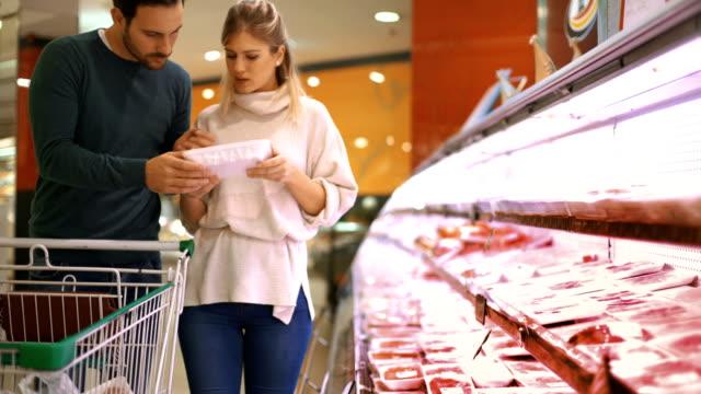vídeos de stock e filmes b-roll de grocery shopping - carne