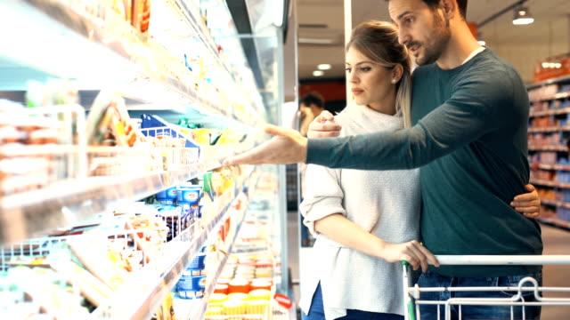 食料品の買い物 - 出費点の映像素材/bロール