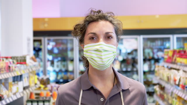 grocery store staff with a face mask - cashier stock videos & royalty-free footage