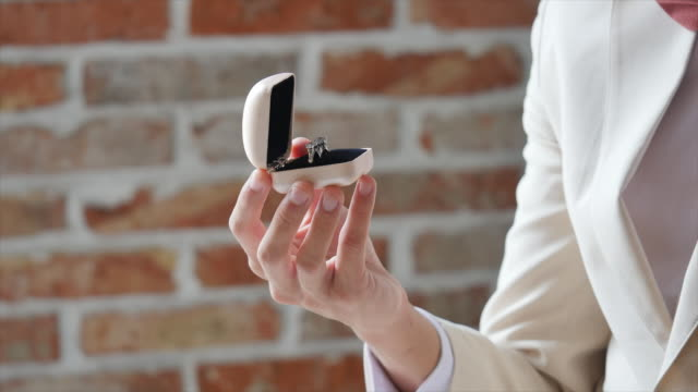 groom holding a ring case with a ring in it - ehering stock-videos und b-roll-filmmaterial