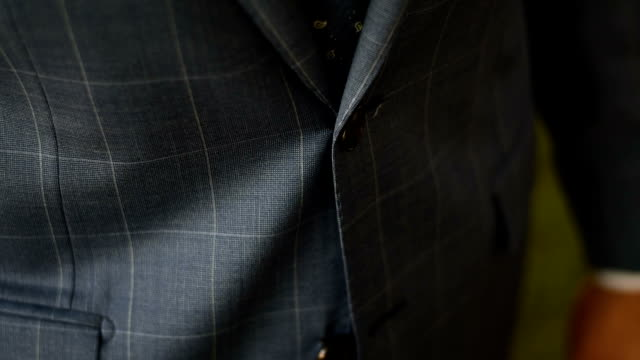 vídeos y material grabado en eventos de stock de novio traje - cuello parte de la vestimenta
