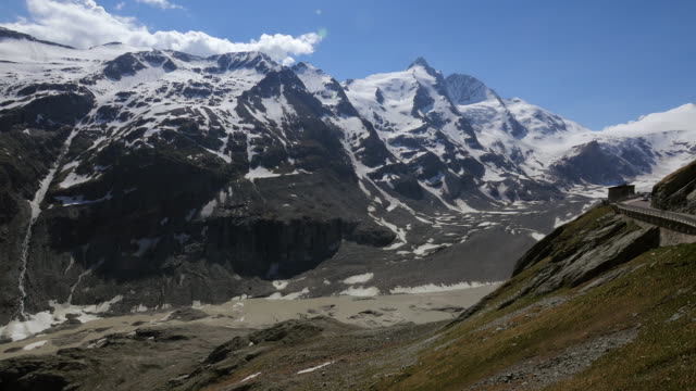 grossglockner high alpine road at emperor franz joseph height (2369m) with grossglockner mountain (3798m), carinthia, austria - carinthia stock videos & royalty-free footage