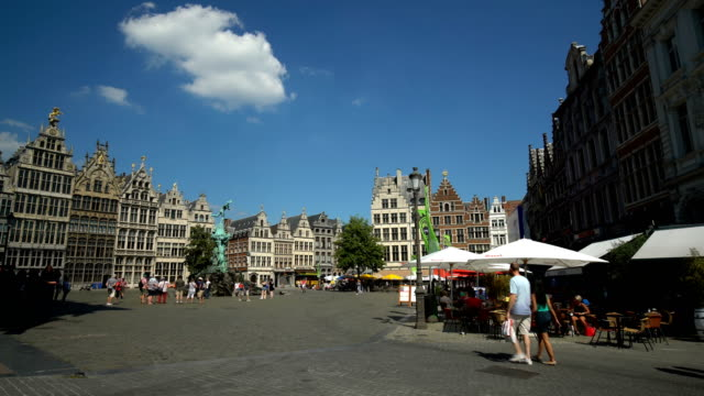 vidéos et rushes de grote markt à anvers, en temps réel - belgique