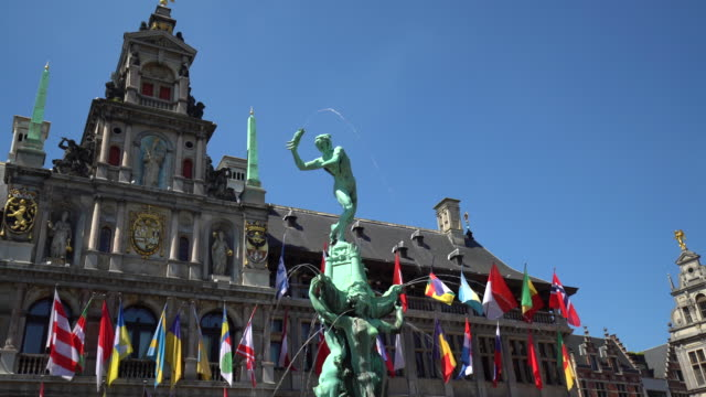Grote Markt in Antwerp with fountain, Realtime