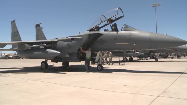 vídeos de stock, filmes e b-roll de a ground crew member pulls off the intake cover on an f15e strike eagle assigned to the 336th fighter squadron 4th fighter wing at seymourjohnson air... - nellis air force base