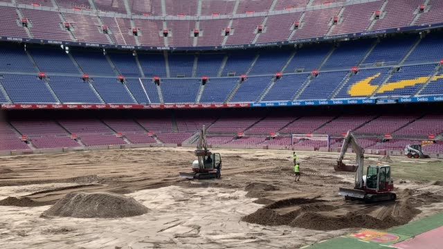 vídeos y material grabado en eventos de stock de ground staff replace the pitch of the fc barcelona camp nou stadium ahead of la liga 20192020 season on july 09 2019 in barcelona spain - resolución 4k