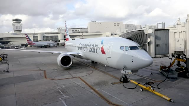 a grounded american airlines boeing 737 max 8 is seen parked at a gate in the miami international airport on march 13 2019 in miami florida american... - boeing 737 stock-videos und b-roll-filmmaterial