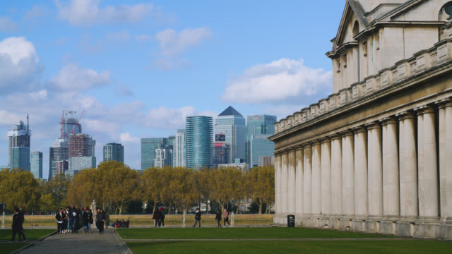 grounds of the old royal naval college with skyscrapers looming in the distance - royal navy college greenwich stock videos & royalty-free footage