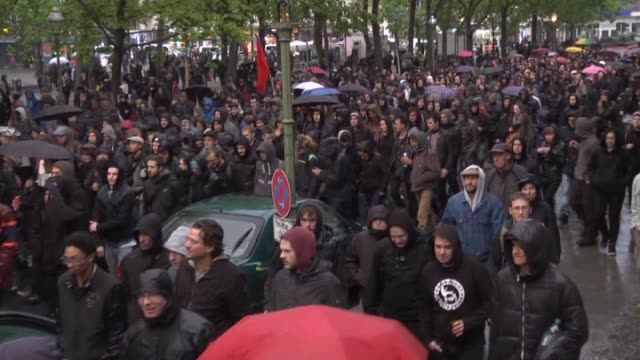stockvideo's en b-roll-footage met group calling themselves 'antikapitalistische walpurgisnacht' march during a protest against 'social alienation' and 'racism' at the leopold square... - west europa