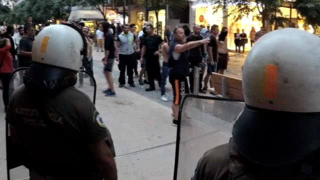 group of 20 far-right counter protesters attempted to attack and stop thessaloniki lgbtqi crowded pride parade, while shouting anti-gay slurs. they... - omofobia video stock e b–roll