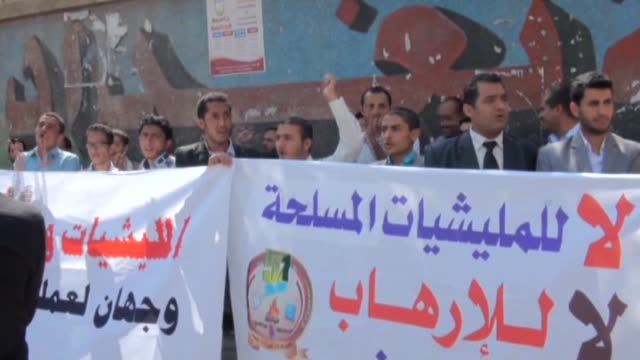 a group of activist protest shiite ansarullah movement known as houthis and shout slogans in sanaa yemen on 1 november 2014 - religiöse kleidung stock-videos und b-roll-filmmaterial