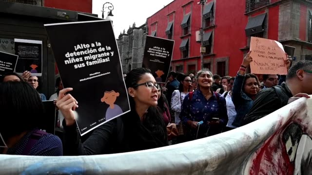 MEX: Activists on support of the rights of migrants demonstrate in Mexico