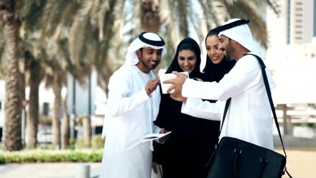 グループのアラビア Businesspersons 屋外