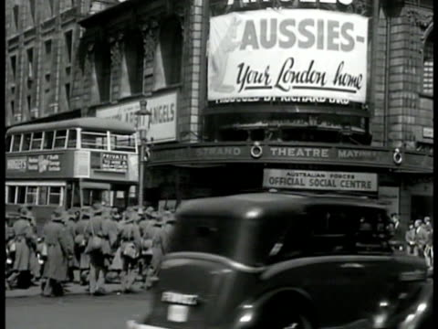stockvideo's en b-roll-footage met group of australian soldiers crossing busy city street traffic english pedestrians theatre ms soldiers marching down street ws soldiers entering... - geallieerde mogendheden