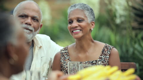 cu, pan, group of baby boomer couples eating together outside, richmond, virginia, usa - mellanstor grupp av människor bildbanksvideor och videomaterial från bakom kulisserna