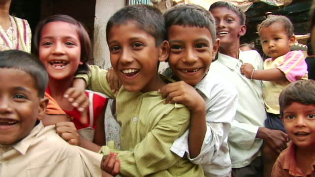 ms group of boys and girls cheering / mumbai, maharashtra, india - slum stock-videos und b-roll-filmmaterial