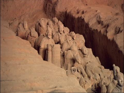 group of broken terracotta warriors, museum of qin, xian, china - terrakotta armee stock-videos und b-roll-filmmaterial