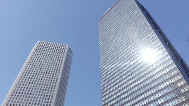 vídeos y material grabado en eventos de stock de group of buildings - vista de ángulo bajo