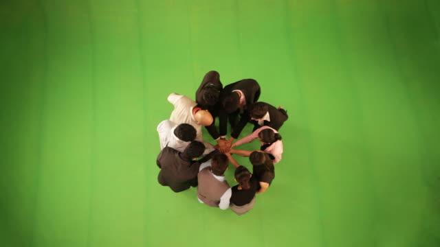 vídeos de stock e filmes b-roll de group of business people in circle stacking hands  - camisa e gravata