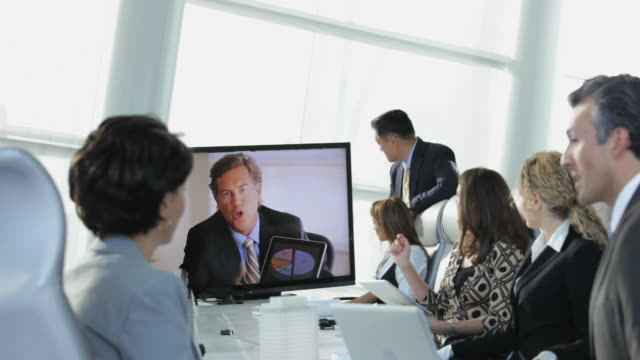 vídeos de stock, filmes e b-roll de ws td r/f group of business people in meeting with colleague via video conference, shaking hands in agreement / virginia beach, virginia, usa - teleconferência