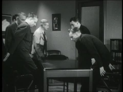vídeos de stock e filmes b-roll de b/w 1944 group of businessmen sit down at table in conference room - sentar se