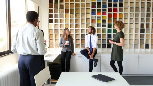 MS PAN Group of businesspeople in discussion in office