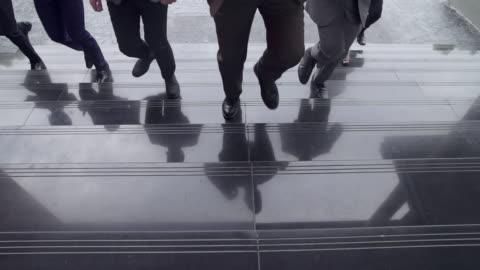 vídeos y material grabado en eventos de stock de grupo de empresarios corriendo juntos en carrera de competición, conceptos de trabajo en equipo. hombre de las ventas solicitar trabajo allí. - examen