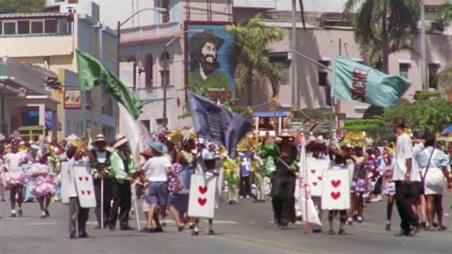 ms, group of children in street parade , santiago de cuba, cuba  - männliche figur stock-videos und b-roll-filmmaterial