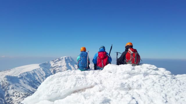 group of climbers are looking away in the mountain peak - campeggiare video stock e b–roll