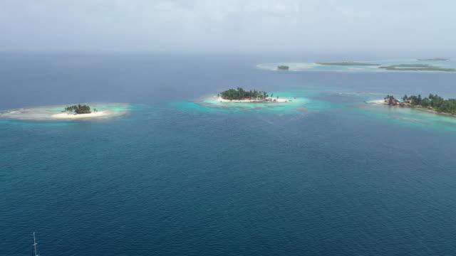 vidéos et rushes de groupe d'îles coralliennes à san blas panama - république du panama