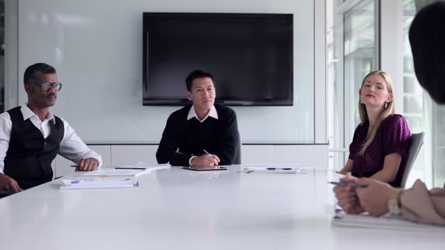 ws pan group of coworkers in discussion at conference table/washington, usa - employee engagement stock videos & royalty-free footage