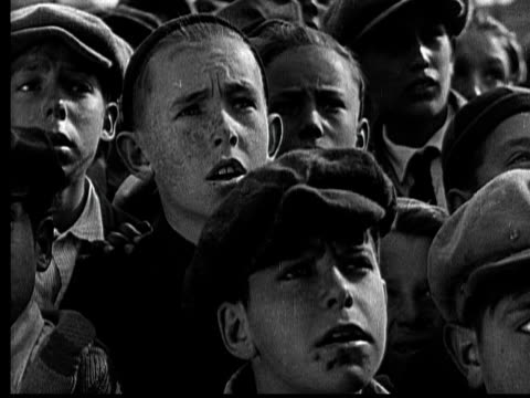 cu, b&w, group of crowded boys (10-11, 12-13) looking worried,  1920's  - 10 11 jahre stock-videos und b-roll-filmmaterial