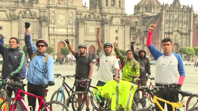 vídeos y material grabado en eventos de stock de a group of cyclists pay tribute to the victims of the 71 earthquake that shook mexico's capital on september 19th leaving over three hundred dead and... - 2017